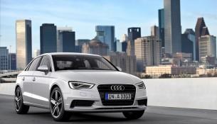 Standaufnahme     Farbe: Gletscherweiss    Verbrauchsangaben Audi A3 Limousine:Kraftstoffverbrauch kombiniert in l/100 km: 7 - 3,8; CO2-Emission kombiniert in g/km: 162 - 99