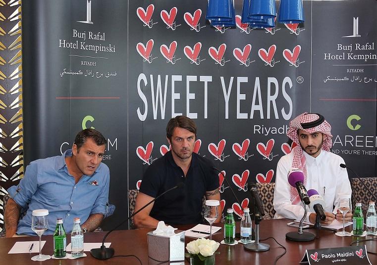 من اليمين الى اليسار الإعلامي خالد الدغيثر و باولو مالديني و كريستيان فييري