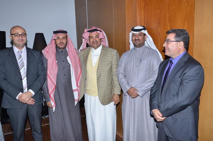 الدكتور يوسف الحزيم يتوسط كلا من صلاح الحزيم وعبدالله ال عسوج والاستاذ فوزي ووسيم