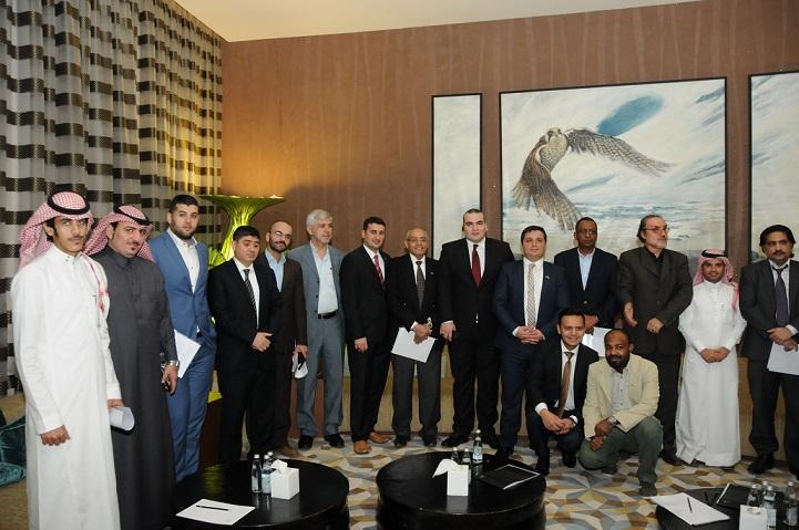 صورة جماعية لممثلي وسائل الاعلام مع مسؤولي الخطوط التركية