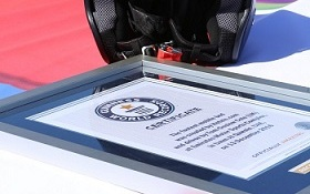 hotels-com_takes_guinness_world_record_for_worlds_fastest_bed_on_13_december_2016-1