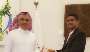 Vikas Jain, Head of Financial Institutions Segment in Middle East and North Africa at Thomson Reuters, handing over the award to Ziad Aba Al Khail